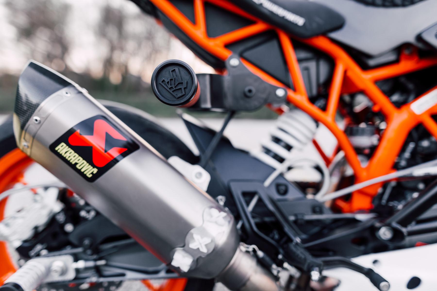 KTM RC200 stunt bike - Rok Bagoroš