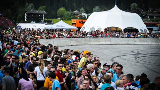 rok_bagoros_kini_fullgas_2013_crowd